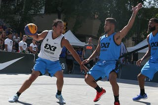 4 Tjader Fernandez (PUR) - 4 Michael Linklater (CAN) - Saskatoon vs Gurabo in the FIBA 3x3 World Tour Saskatoon 2017 semi finals