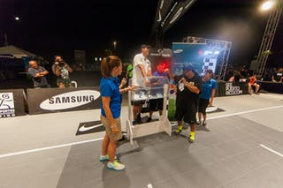 José Ortiz picking the winner at the San Juan Masters 10-11 August 2013 FIBA 3x3 World Tour, San Juan, Puerto Rico