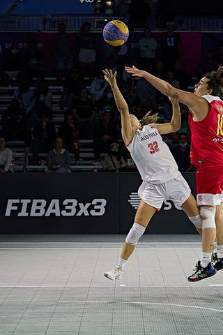10 Aitana Cuevas (ESP) - 32 Rebekka Kalaydjiev (AUT) - FIBA 3x3, World Tour 2021, Mtl, Can, Esplanade de la Place des Arts. Women final Spain vs Austria