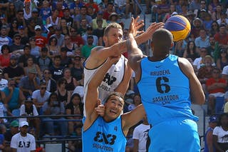 7 Blaz Cresnar (SLO) - 6 Nolan Brudehl (CAN) - 4 Michael Linklater (CAN) - Ljublijana vs Saskatoon in the FIBA 3x3 World Tour Saskatoon 2017 final