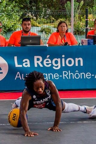 30 Victoria Majekodunmi (FRA) - 6 Caroline Hériaud (FRA)