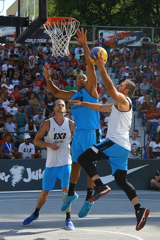 6 Nolan Brudehl (CAN) - 7 Blaz Cresnar (SLO) - Ljublijana vs Saskatoon in the FIBA 3x3 World Tour Saskatoon 2017 final