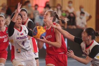 11 Camilla Neumann (AUT) - 4 Erdene-od Magvannorov (MGL)