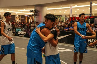 Players congratulate each other, 2014 World Tour Manila, 3x3, 20. July