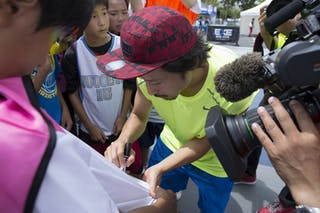 Signing autographs at the Tokyo Masters 20-21 July 2013