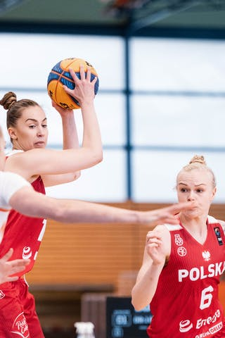6 Marzena Marciniak (POL) - 13 Klaudia Sosnowska (POL)