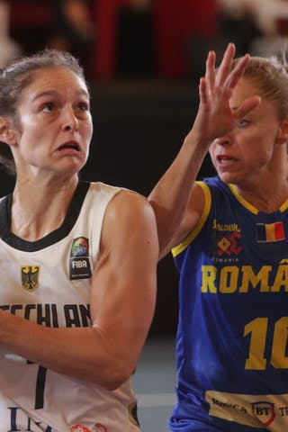 10 Florina Stanici (ROU) - 7 Jennifer Crowder (GER)