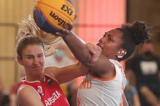 13 Simone Sill (AUT) - 33 Janis Boonstra (NED)