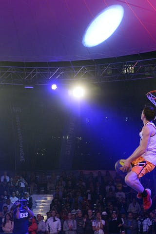 Dunk contest, player dunking, FIBA 3x3 World Tour Lausanne 2014, Day 1, 29. August.