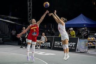 3 Marta Canella (ESP) - 32 Rebekka Kalaydjiev (AUT) - FIBA 3x3, World Tour 2021, Mtl, Can, Esplanade de la Place des Arts. Women final Spain vs Austria