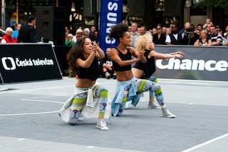 Cheerleaders. 2014 World Tour Prague.