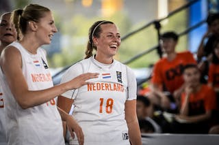 10 Natalie Van Den Adel (NED) - 18 Fleur Kuijt (NED)